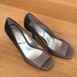 Tahari gray and black heels size 7